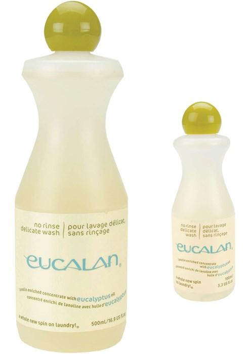 Présentation de deux flacons de lessive Eucalan parfum eucalyptus, de contenance 100ml et 500ml