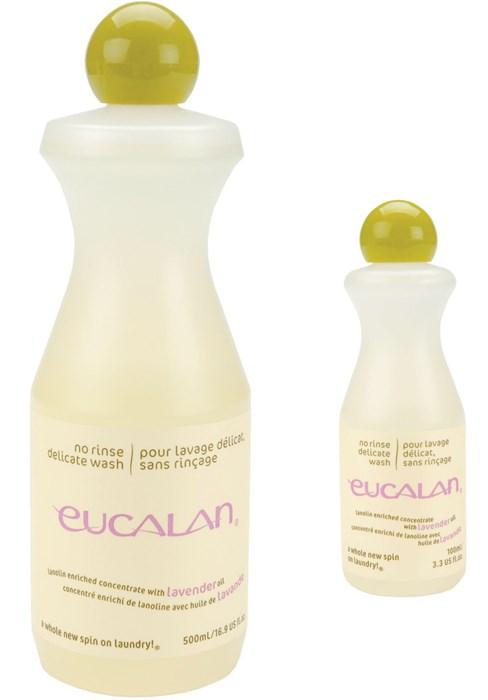 Présentation de deux flacons de lessive Eucalan parfum lavande, de contenance 100ml et 500ml