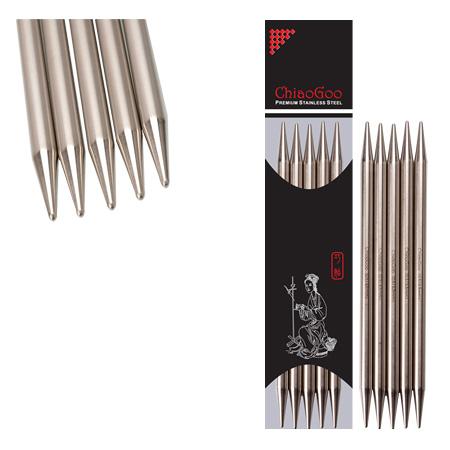 Aiguilles double pointe ChiaoGoo en métal, vu dans leur emballage et sans emballage, et gros plan sur les pointes, sur fond blanc