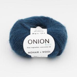 Une pelote de Mohair + Wool d'Onion coloris Pétrole