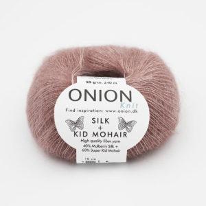 Une pelote de Silk + Kid Mohair d'Onion coloris Poudre