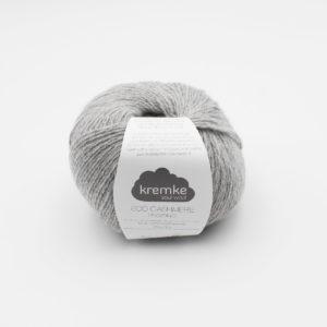 Une pelote d'Eco-Cashmere de Kremke Soul Wool, coloris Gris Clair