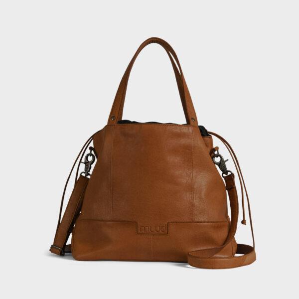 Présentation d'un sac à projet Lofoten, à bandoulière en cuir de la marque Muud, coloris Whisky