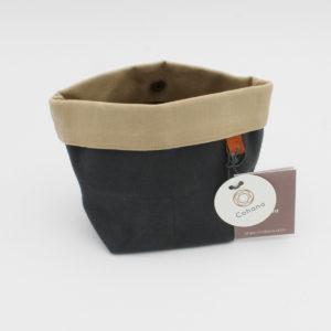 Petite pochette de la marque Cohana, en tissu enduit couleur anthracite et beige, fabriquée artisanalement au Japon
