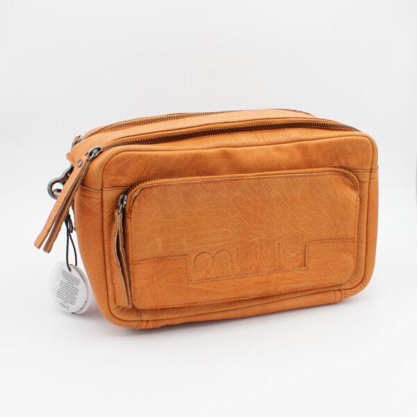 Présentation d'un sac à projet Stavanger de la marque Muud, format trousse à double zip, de couleur whisky