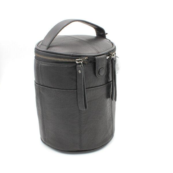 Présentation d'un sac à projet Saturn de la marque Muud, en cuir, coloris noir