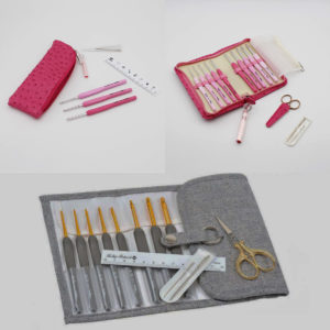 Kits de crochets Etimo de Tulip rose et gris, présentés dans leurs pochettes avec leurs accessoires