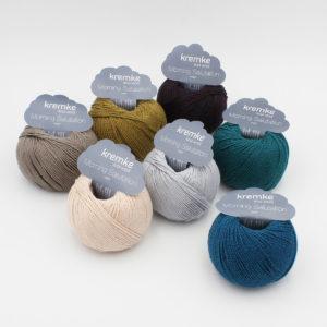 Sept pelotes de Morning Salutation de Kremke Soul Wool dans des coloris assortis