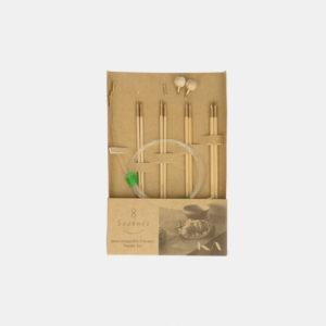 Mini-kit d'aiguilles circulaires interchangeables Seeknit de Kinki Amibari, taille S, composé de 4 paires de pointes en bambou et d'accessoires assortis, dans leur packaging
