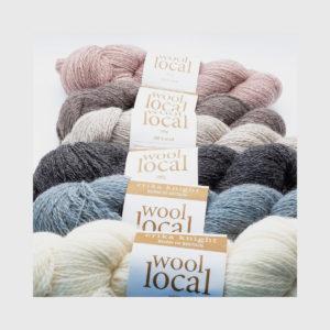 Gamme de 6 écheveaux de Wool Local d'Erika Knight dans des teintes naturelles assorties