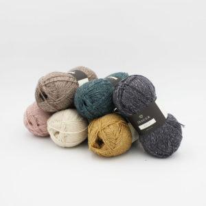 6 pelotes de Merilin d'Isager dans des coloris assortis