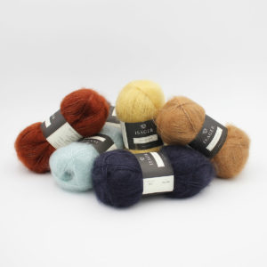 5 pelotes de Silk Mohair d'Isager dans des coloris assortis