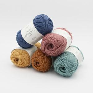 5 pelotes de Tynn Merinoull de Sandnes Garn en coloris assortis